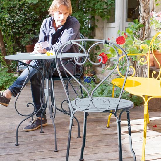 00_Collection-1900-de-Fermob-table-et-chaise-a-volutes (2)